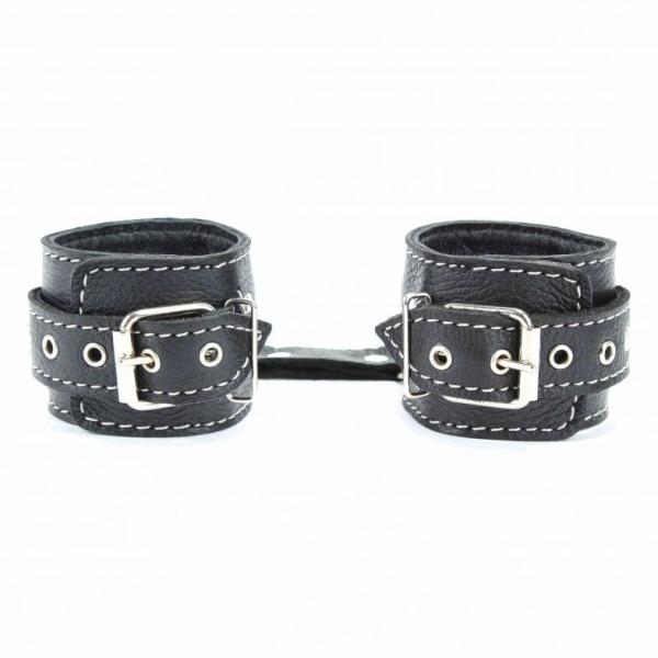 Чёрные кожаные оковы с крупной строчкой