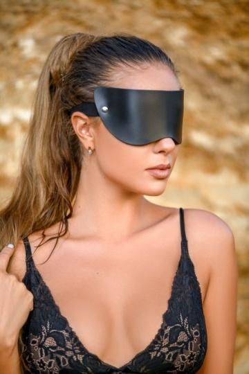 Черная плотная кожаная маска на глаза